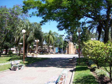 Quảng trường Puerta de la Ciudadela vé may bay đi Uruguay giá rẻ